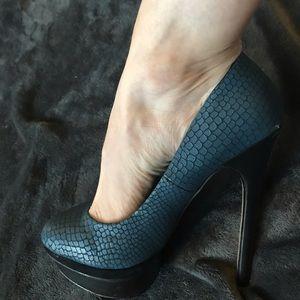 Sexy Aldo blue snakeskin stiletto heels size 5